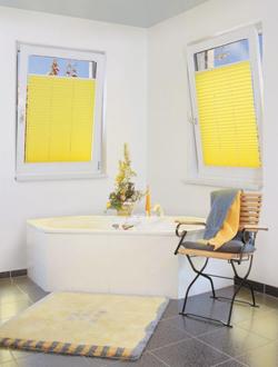 plissee zum sonnenschutz sichtschutz und zur verdunkelung. Black Bedroom Furniture Sets. Home Design Ideas